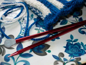 Size 6 knitting needles for the tea cosy