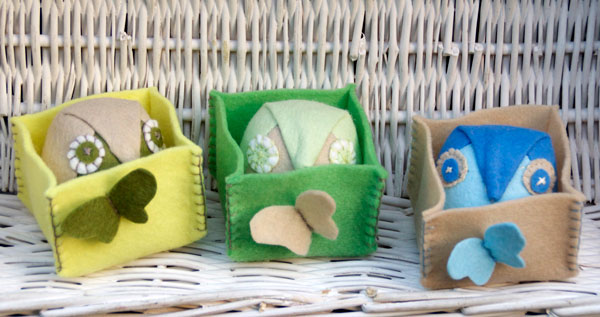 Miss Daisy Dolls tutorial to make small felt owls in boxes
