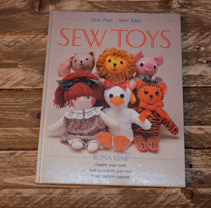 Sew Toys Rona Kemp – Retro Craft Book