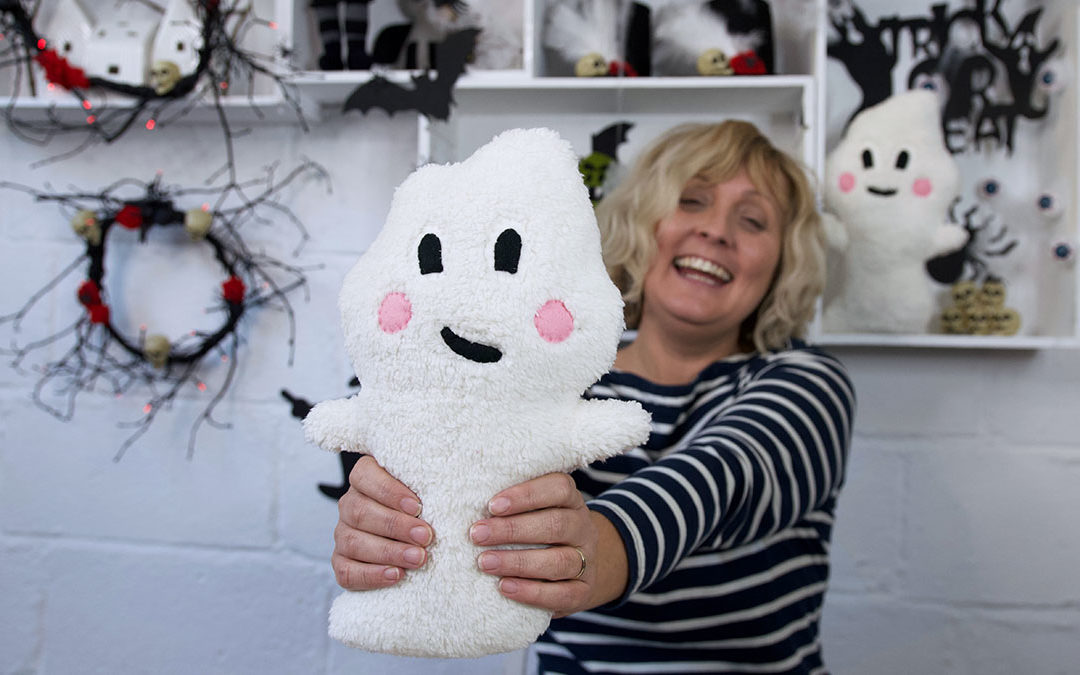 Halloween – Hello Boo Ghost Plushie Free Pattern